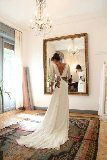 50+ Wedding Dresses With V Shaped Back Ideas 35
