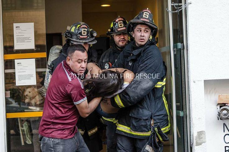 FEATURED POST  @molinafirerescue - Foto DestacadaCuando un minuto hace la diferencia entre la vida y la muerte. La vida en la línea del deber de los bomberos de Chile.  Imagen del salvamento de persona intoxicada por inhalación de humo en la 2da alarma de incendio que afecto a 7 departamentos en la intersección de Zenteno y Pedro Lagos Santiago. [02/01/2018] ___Want to be featured? _____ Use #chiefmiller in your post ... http://ift.tt/2aftxS9 . . CHECK OUT! Facebook- chiefmiller1 Periscope…