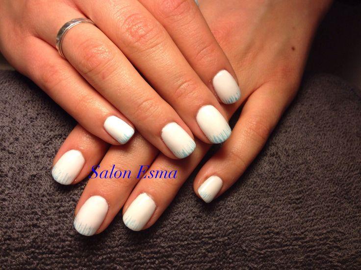 Witte nagels met blauwe glitters !