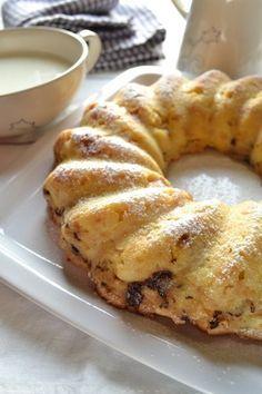 E' una torta che riporta molti di noi all'infanzia, il dolce di recupero più semplice e delizioso che esista. Vi permette di usare gli avanzi di pane...