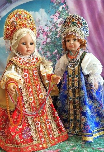Dolls in Russian costumes