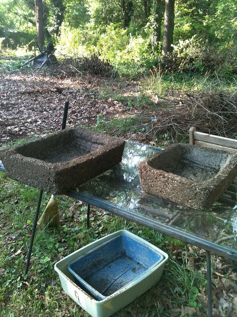 Making Hypertufa Troughs for miniature gardensGardens Ideas, Gardens Comtain, Hypertufa Gardens, Miniature Gardens, Fairies Gardens, Large Plastic, Hypertufa Troughs Plants, Miniatures Fairies, Miniatures Gardens