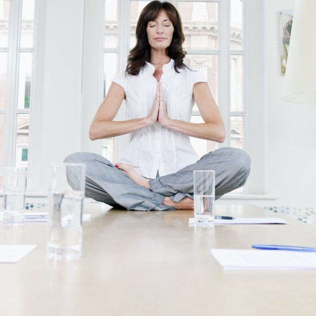 femme detente yoga entreprise