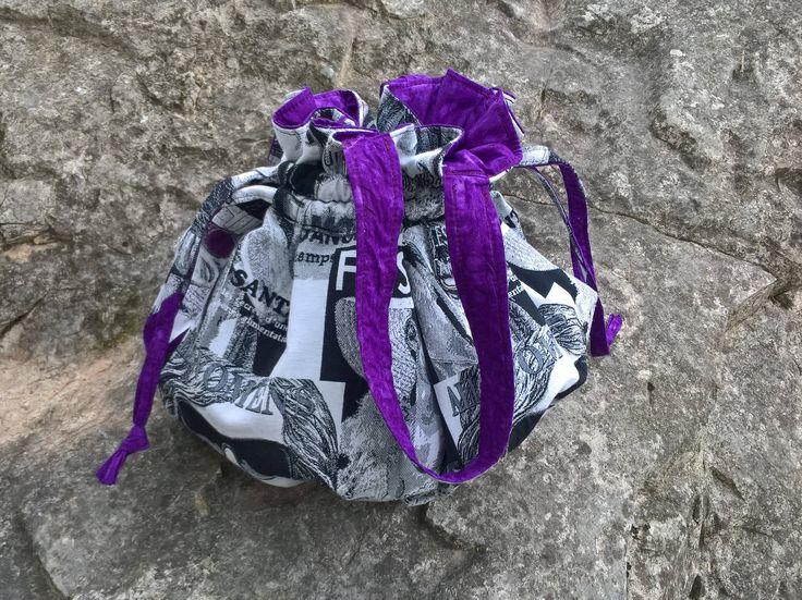 Sac sceau noir et blanc, Intérieur violine, Sac bourse Elle, Sac violet, grand sac noir blanc et violet, Sac boule violet, Grand sac léger de la boutique ActiveLilieCreation sur Etsy