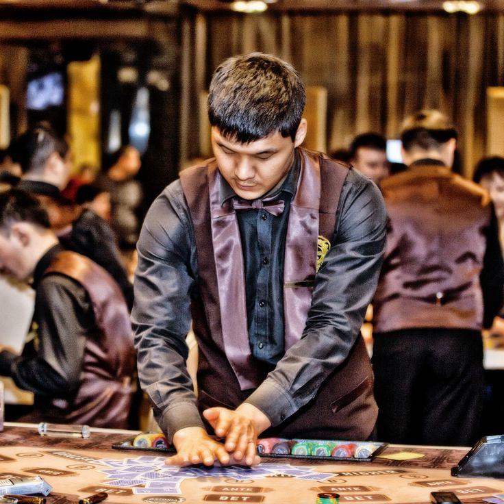 В Astoria Casino вы сможете не только получить наслаждение от игры, но и отпраздновать победу. В любое время дня и ночи мы рады предложить нашим гостям широкий ассортимент прохладительных и элитных спиртных напитков, изысканное меню ресторана и безупречное обслуживание!