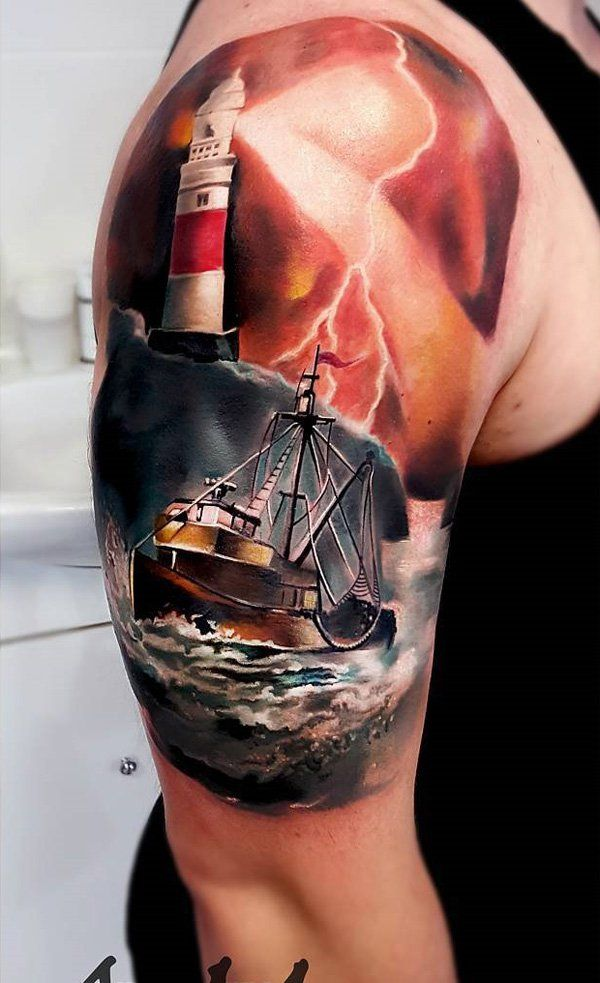 Storm in the open sea has always been a huge temptation for seafarers. This fan immortalized it on his shoulder.