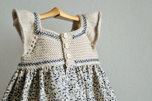 Patrones de punto, como hacer un vestido para bebé.