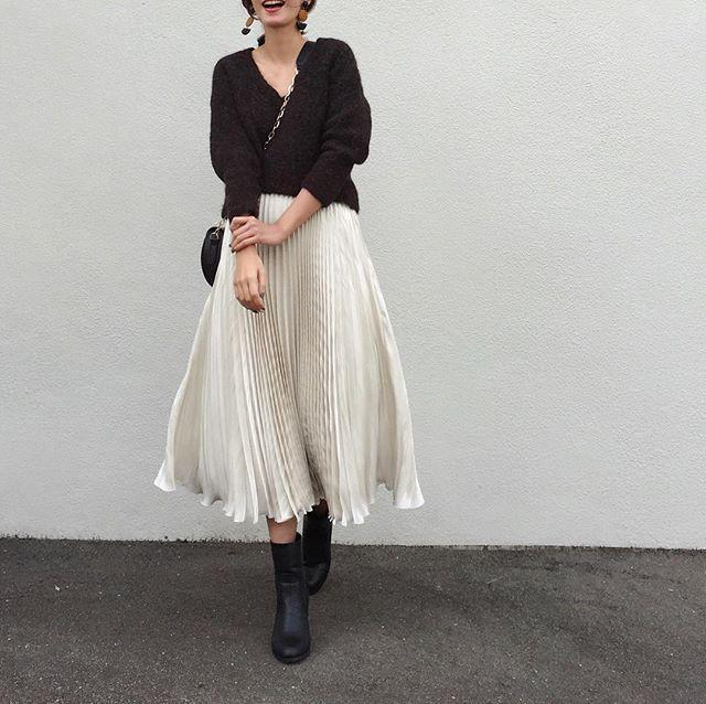 . 今日は暖かかった♡ プリーツスカートで春きぶん 早く 春になれ . tops. #spicandspan bottom. #hbeautyandyouth bag. #zara shoes. #reedit earring. #murua . .