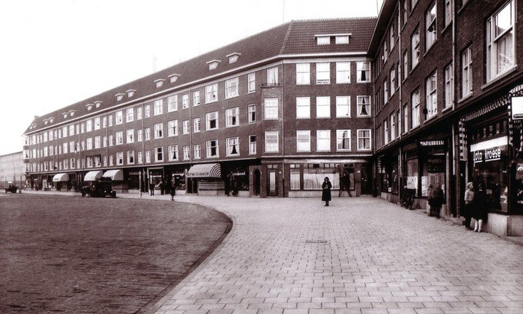 1935   1940  View of the Bos en Lommerweg in Amsterdam West  The Bos en Lommerweg is located in