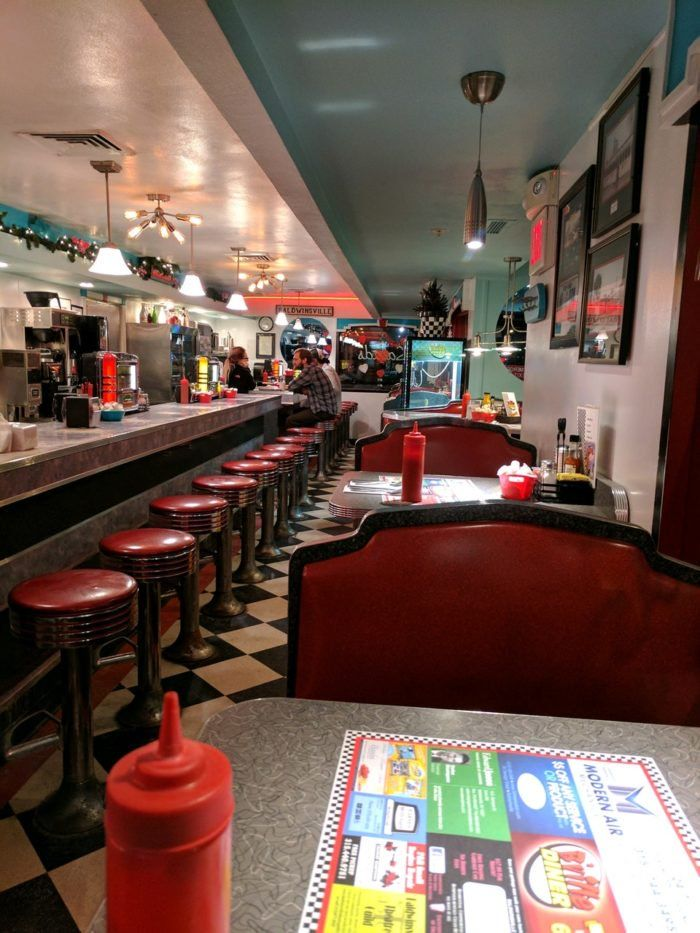 You Ll Absolutely Love This 50s Themed Diner In New York Retro Diner 1950s Decor Decor