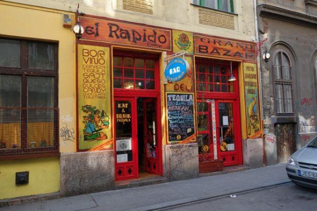 El Rapido Budapest VII. kerület, Kazinczy utca 10. H-Cs: 10:30 - 03:00 P: 10:30 - 04:00 Sz: 12:00 - 04:00 V: 12:00 - 01:00