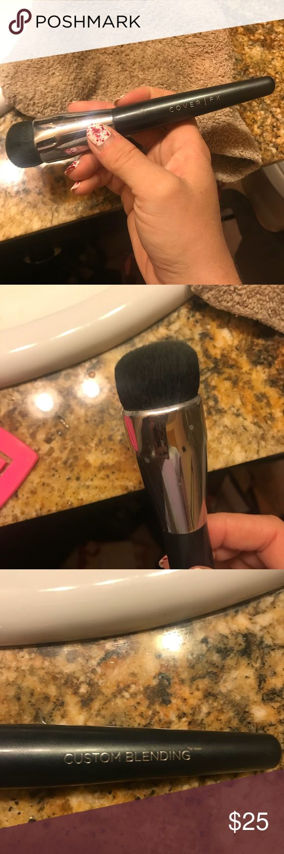 Cover Fx Custom Blending Brush Fat Thick Heavy duty brush just cleaned and sanitized, only used a few times. Very nice brush. No box as shown good condition Cover Fx Makeup Brushes & Tools