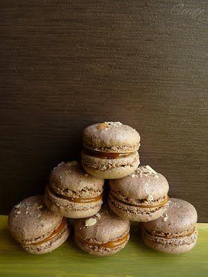 mandulasarok: Mogyorós macaron kávés karamell ganache-al