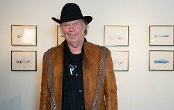Канадский певец и автор песен, гитарист, режиссёр нескольких фильмов Нил Янг (Neil Young) запустил новый потоковый сервис. Его назвали XStream; он призван заменить прежний потоковый сервис Янга PONO. Сервис PONO был запущен после того, как Нил Янг смог собрать на его реализац�