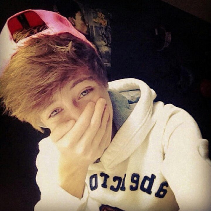 Austin Gray  that was my background like... almost a year ago *-*