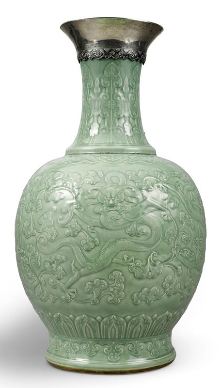 An exceptionally large and rare carved celadon-glazed 'dragon' vase, Qing dynasty, Qianlong period (1736-1795)