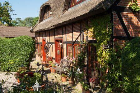 Schau Dir dieses großartige Inserat bei Airbnb an: Urgemütliche Ferienwohnung - Apartments zur Miete in Sellin