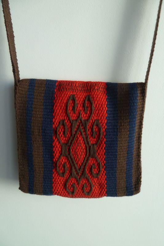 Bolso en telar mapuche (métier â tisser, loom)