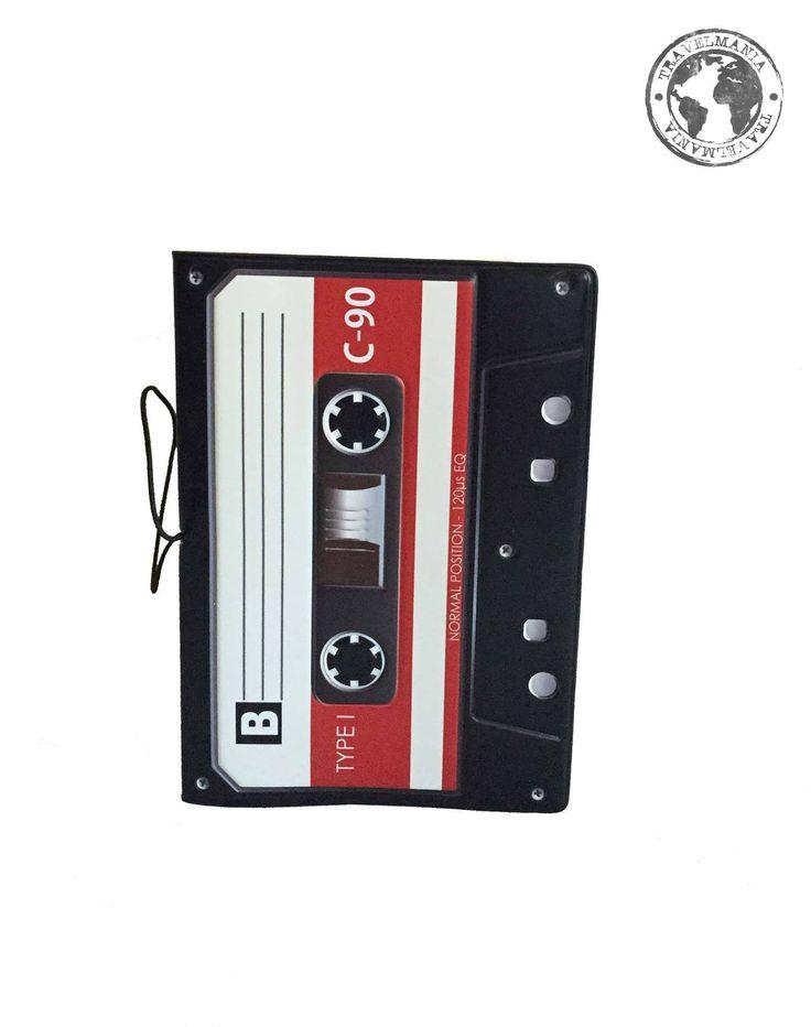 Porta Pasaporte Cassette.  Medidas: 14 x 9,6 cm.
