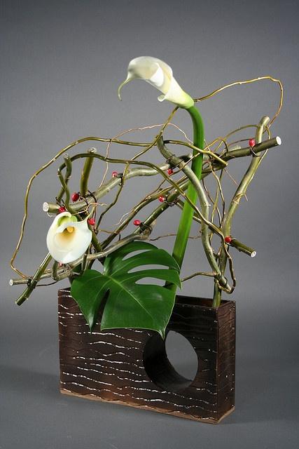 Callas ikebana. Japanese floral art.