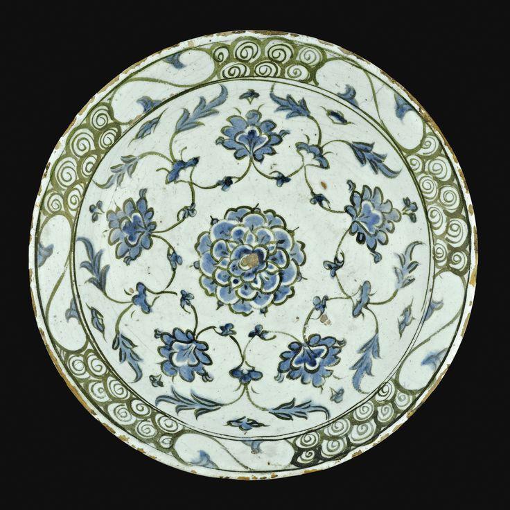 AN IZNIK POLYCHROME POTTERY DISH, TURKEY, 17TH CENTURY