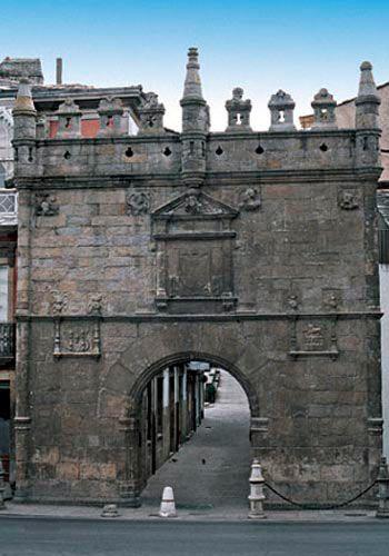Viveiro: Puerta de Carlos V.