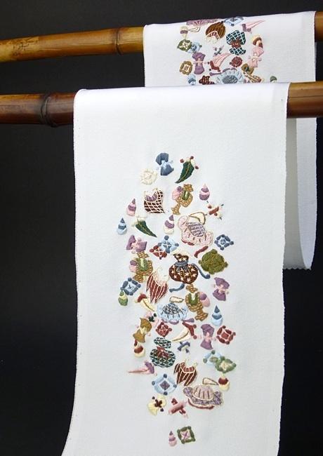 正絹手刺繍半襟 https://www.facebook.com/tabaca.magno