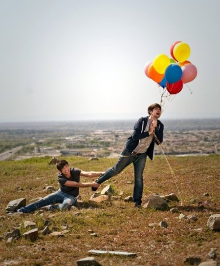 These guys....... Ian and Anthony-Smosh. Anthony is so sweet helping Ian try not to fly away!