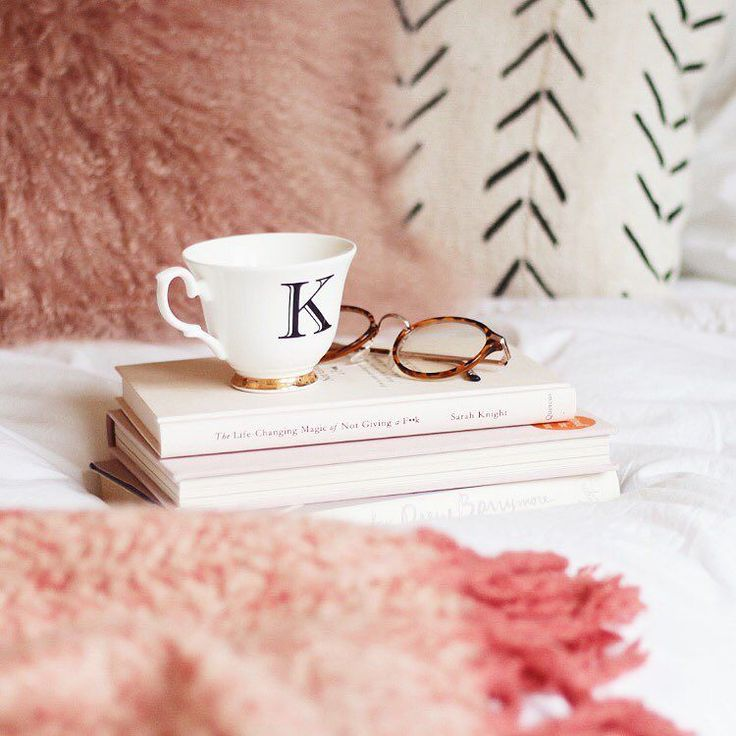 Stacks of books & endless cups of tea my favourite way to unwind after Christmas shopping! Head over to the @baremineralsuk Instagram and let them know your #BePresent moment for the chance to win a #BePresent Christmas hamper! #ad