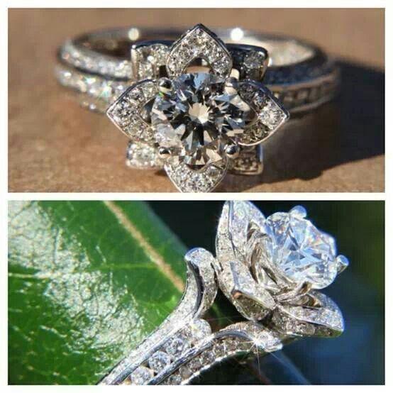 Flowery diamond ring...so pretty