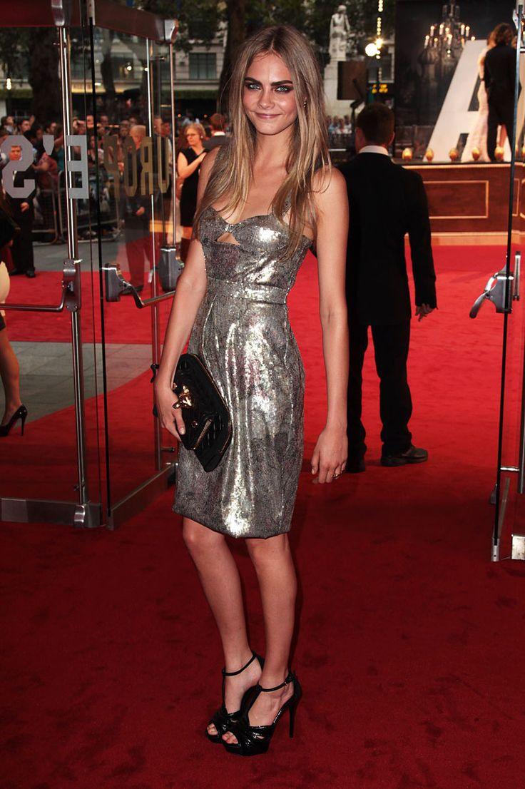 """Cara Delevingne, en un look de Burberry, asiste a la premiere de """"Anna Karenina"""" en Londres el 4 de septiembre. (Tomado de Vogue)"""