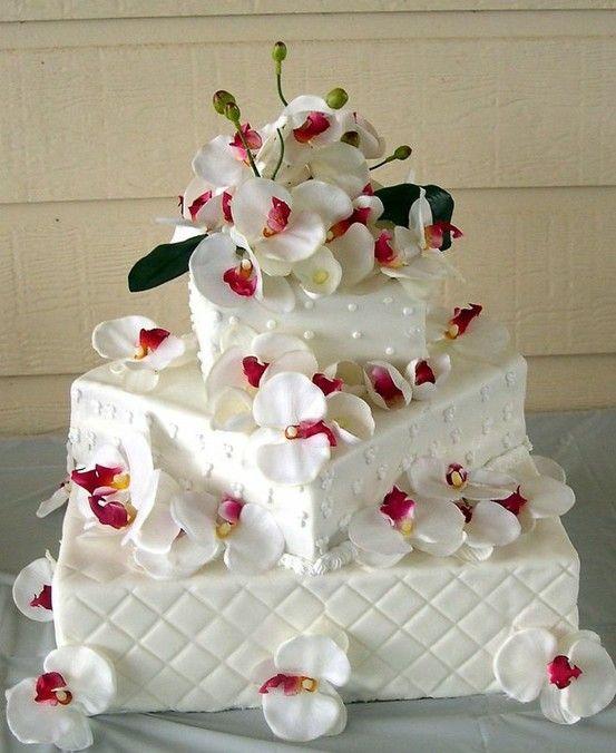 #Pasteles para una boda y arreglos florales Los arreglos florales por lo general se ven en el salón o en el parque donde se celebrará la #boda, sin embargo también es posible incluir... http://bodasnovias.com/ideas-de-pasteles-para-una-boda-sorprendente/3752/