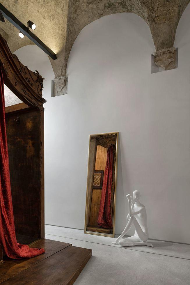 """DANA"" Concept Store #confessionale #churchboutique #conceptstore #art #mirror #art #dana"