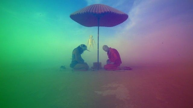 from Stéphane Kiss' documentary Alternate Reality - Burning Man 2014 (via Fubiz)