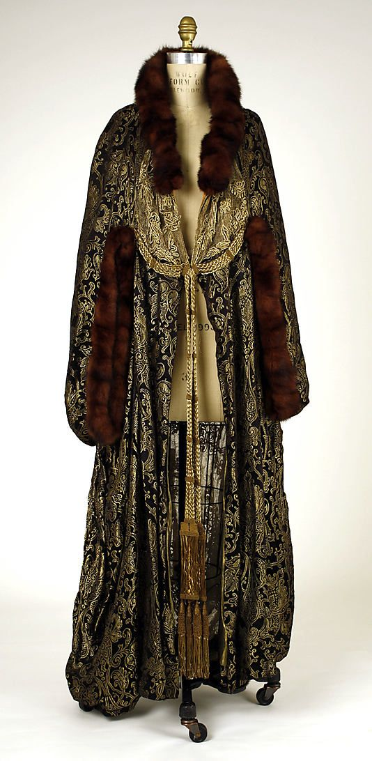 Evening cape Hickson Inc. Date: 1916 Culture: American Medium: silk, metal, fur