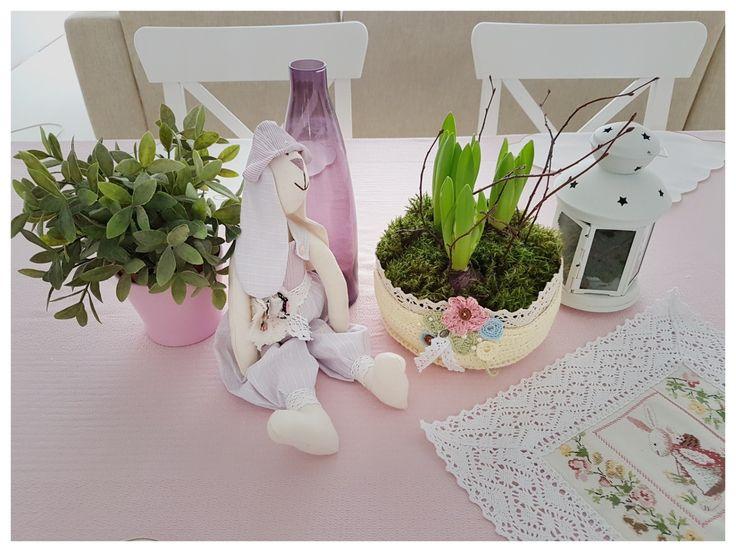 Easter decor ideas. Пасхальная корзинка,заяц -тильда и салфетка крестиком.