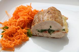 """Filet mignon comme un involtini: Un filet mignon de porc, cuit """"en portefeuille"""" (fendu partiellement en deux) avec au centre, un peu comme dans un involtini, du lard grillé, du persil et du fromage."""