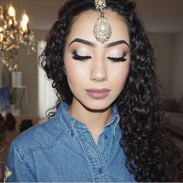 Bollywood glam for this beauty..♡�� .  #ebrulooks #makeuplook #makeuplove #makeupartist #makeupartistworldwide #makyaj #makyajblogu #guzellik #beauty #flawless #beautyoftheday #glitterlook #glammedup #onfleek #glam #makeupaddiction #glamour #goldentouch #makyajblog #maquillage #lashes #glittermakeup #crease #contouring #highlights #f #bridallook #bollywoodglam #bollywood http://gelinshop.com/ipost/1514688673176855068/?code=BUFQVK2A6Ic