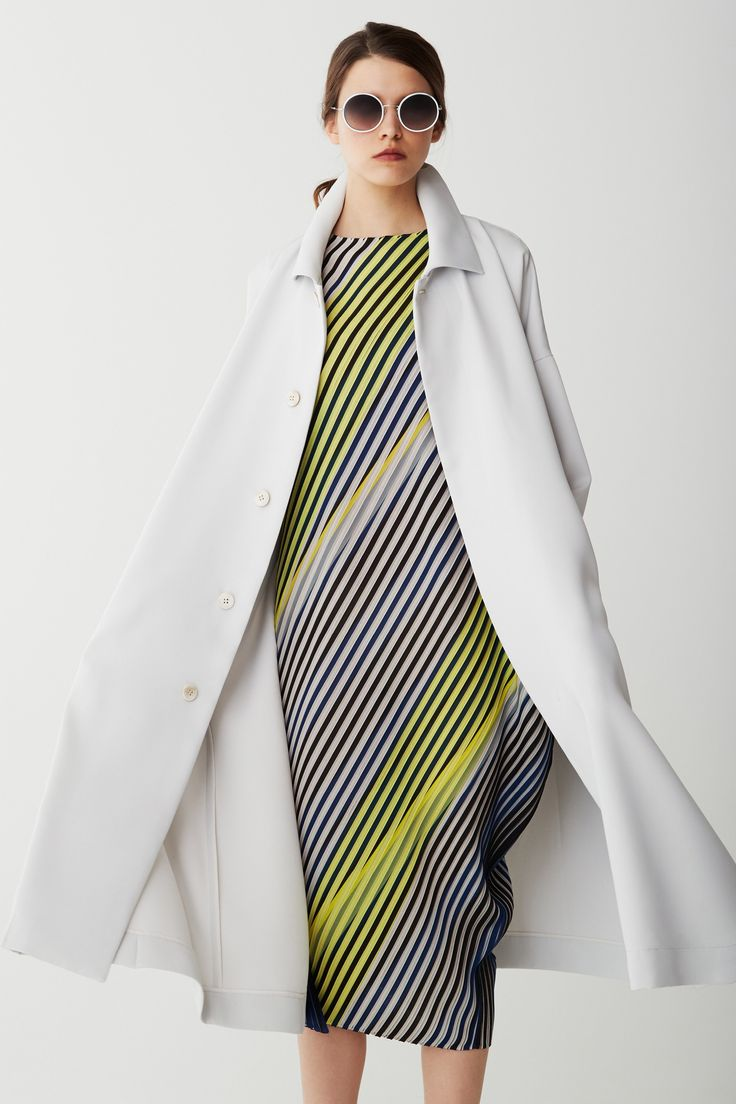 http://www.vogue.com/fashion-shows/pre-fall-2017/issey-miyake/slideshow/collection