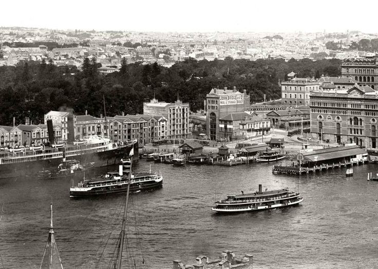 The ferries Kurraba and Kuring-gai arrive at Circular Quay c. 1907.