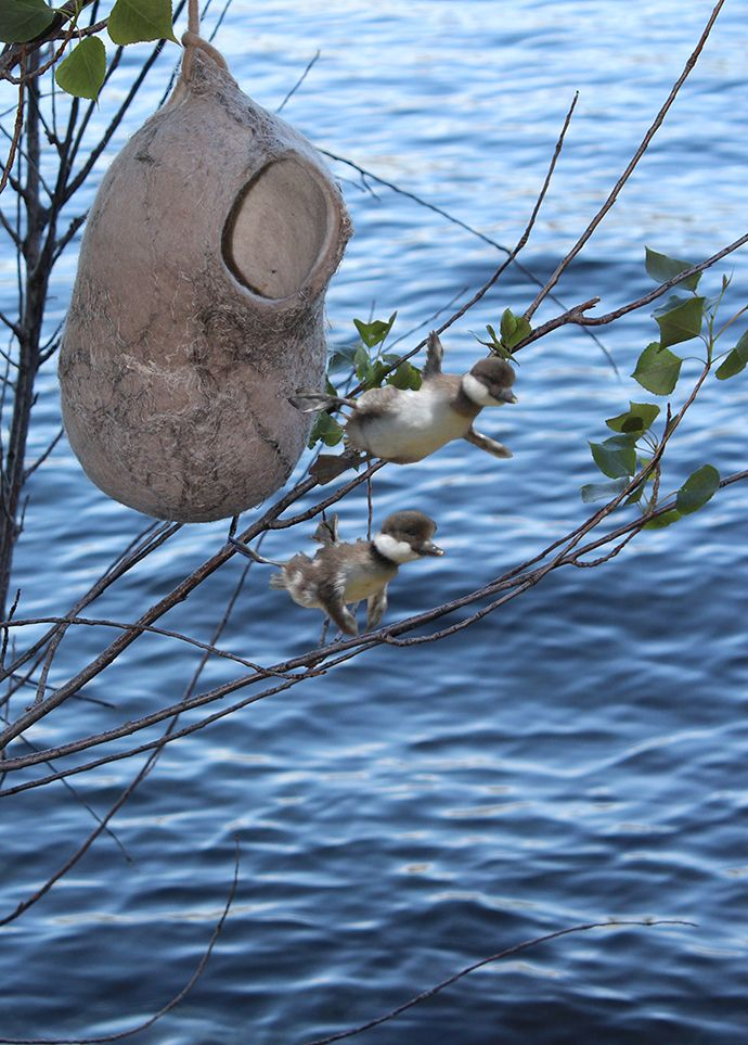 Lamp nest in felt. Design Judith Byberg. Made in carded Bergschaf natural white, Maori wool and jute fibre. 30 x 12 cm. Led light. Photo Judith Byberg