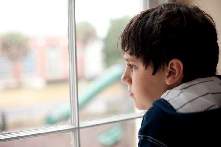 El trastorno reactivo de la vinculacion de la infancia (RAD por sus siglas en inglés) es una condición poco común pero grave. Evita que los bebés y los niños formen enlaces saludables con sus padres