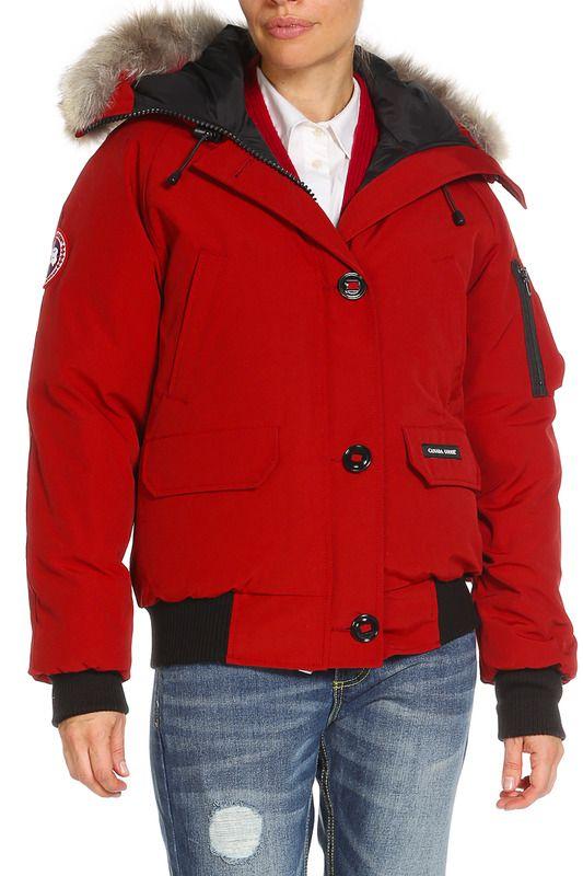 Куртка Canada GooseКуртка пуховая Canada Goose Chilliwack Bomber была создана как дань моде послевоенного времени для пилотов Северной Канады. В то время и в тех местах, где работали пилоты – на Арктических просторах, продуваемых ветрами – износостойкие, теплые и удобные куртки были необходимы и зачастую спасали жизнь. Легендарная опушка из меха койота спасала от обморожений за работой, и лучший Канадский пух помогал сохранять тепло. Куртки настолько популярны, что Вы до сих пор можете…