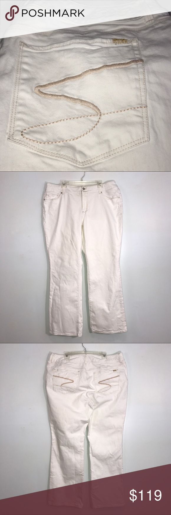 """Seven Luxe White Woman's Bootcut Jeans 24 Seven Luxe White, woman's, bootcut jeans. Lying flat, approximate measurements are: waist 21.5""""; hip 25""""; rise 11.5""""; inseam 33""""; length 44.5"""". (K01-18)    🌼No holes, piling or stains. Items stored in smoke free, pet free, perfume free environment. No trades or modeling. Same or next day shipping.  Save by bundling. All offers should be submitted with the offer button. Seven7 Jeans Boot Cut"""