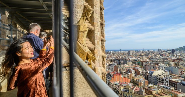 Avoid the lines at Barcelona's most iconic monument on a 2-hour skip-the-line tour of the Sagrada Familia Basilica. Get the most out of your visit with special access to the towers, see Gaudi´s work from the inside, and enjoy panoramic city views.