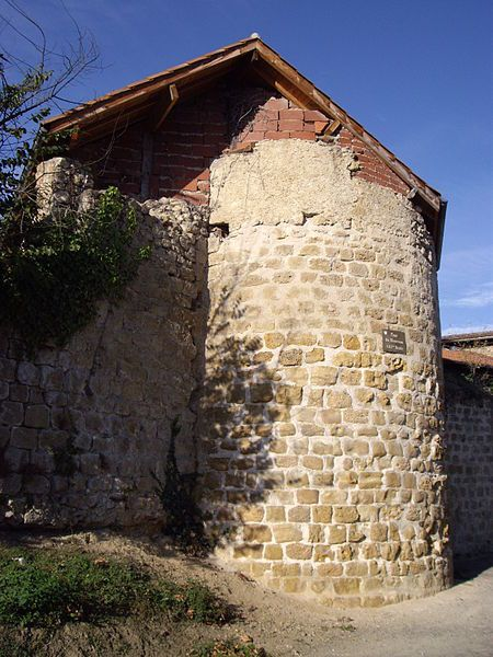 File:Tour du Bourreau (Mirande, Gers, France).JPG
