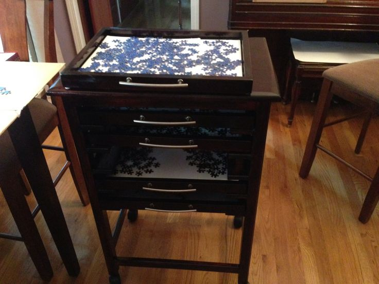 Jigsaw puzzle sorting table