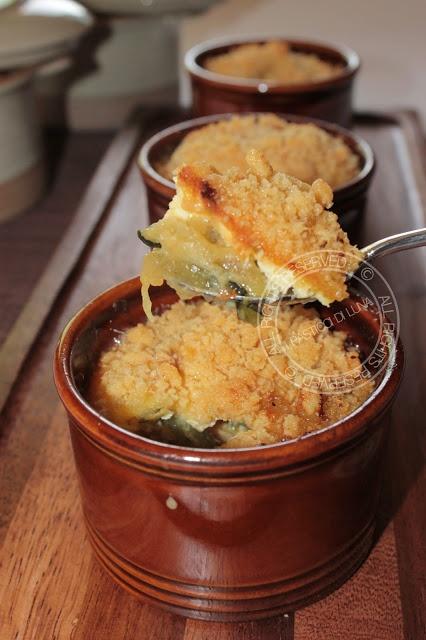 Crumble salato di zucchine con gorgonzola e parmigiano (Crumble salted zucchini and gorgonzola cheese with parmesan crust)