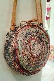 Resultado de imagen de hacer bolsos de rulos de papel periodico