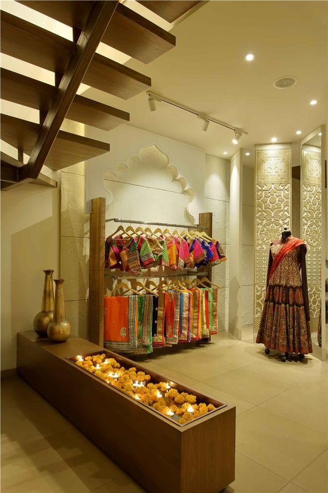 Prapti Boutique By Usine Studio Vadodara Showroom Interior Design Bridal Boutique Interior Store Design Interior